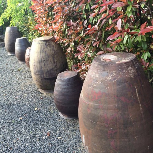 pottery pieces line up in Amakusa Garden in Kumamoto
