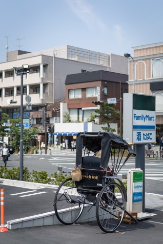We met up with a rickshaw here pretty closed to kamakura station