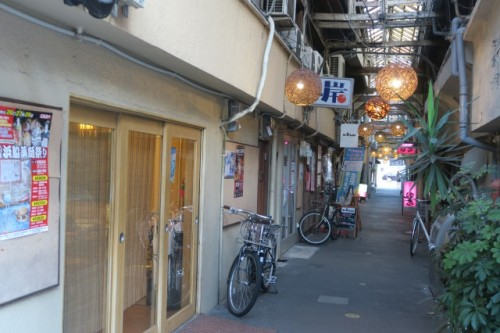 This small road is divided from the main arcade