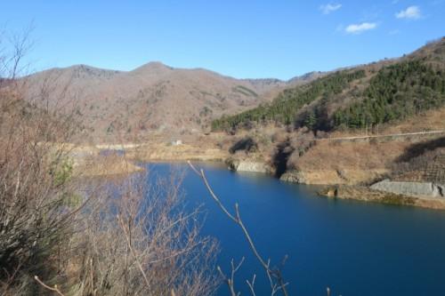 Beautiful contrast you can see at Lake Okushima.