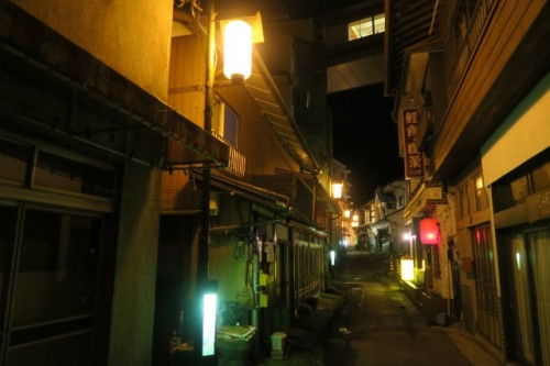 The archaic buildings only deepen the atmosphere in Nakanojo, Shima onsen