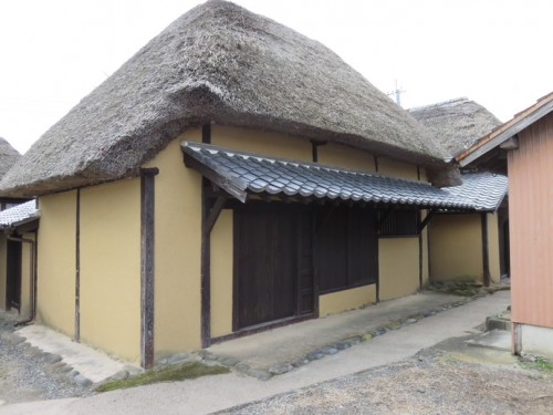 Nabeshima Clan lived in these houses, and there are some seafood restaurants around here.