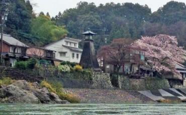 Kawaminato lighthouse along the Nagara River