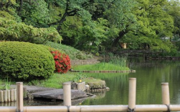 Kagurazaka Neighborhood Guide Parks Chiazanso Hotel Gardens Shrine Boutique Shops Kanda River Greenery Tokyo Japan