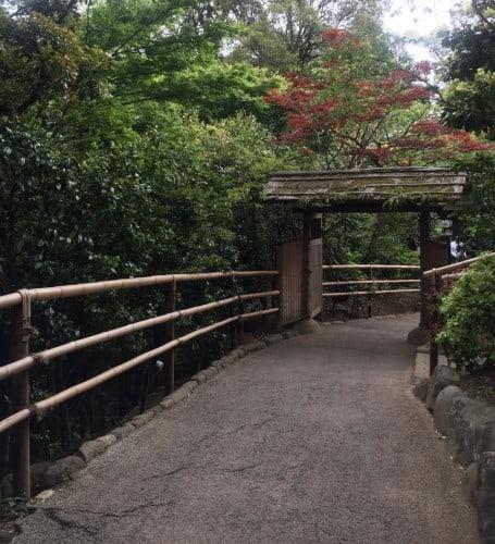 Kagurazaka Neighborhood Guide Hotel Chinzanso Gardens Shrine Pagoda Walking Greenery Tokyo Japan