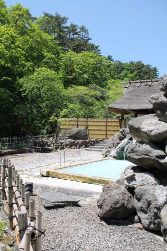 Tamago-yu is a ryokan and spa which sits in the resort town of Takayu Onsen. Easily accessible by bus from JR Fukushima Station, this ryokan (Japanese inn) is famous for it's open-air hot springs (onsen) submerged in the mountains.