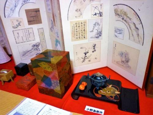 Various historical art pieces on display at Kosugi Shikki, Murakami.