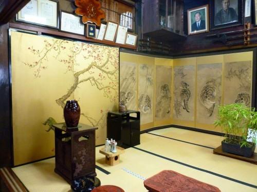 Kokonoe-en's folding screen and art collection on display.