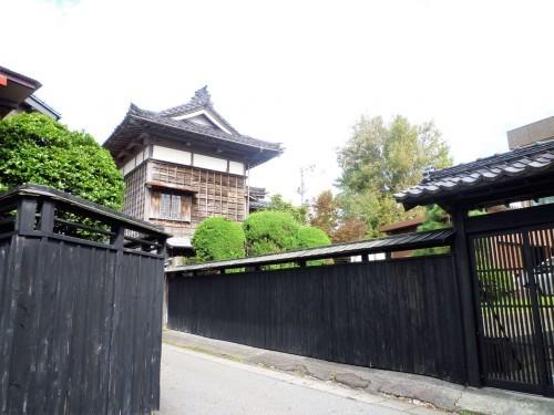 Murakami's chonin neighborhood, where craftsmen and servants lived.