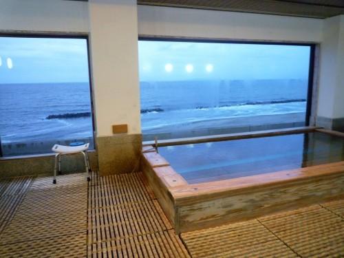 Onsen hot spring bath with a view of the ocean at Senami Onsen (Murakami).