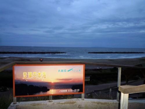 Cloudy day by the beach at Senami Onsen, Murakami.