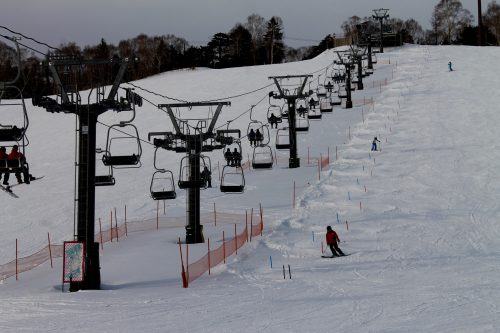 The Manca Prince Hotel guests can enjoy First Tracks (¥1,000).