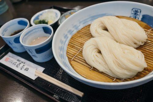 Inaniwa udon served cold with dipping sauces in Yuzawa city, Akita.