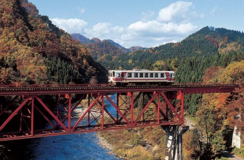The gorgeous autumn foliage along the Nairiku Train Line in Akita Prefecture.