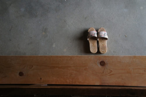 Japanese wooden sandals arranged for customers in the entrance of Tomaryanse