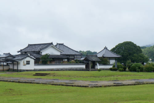 Kawahara-dera Temple and the archaeological site of the buildings from the Asuka period