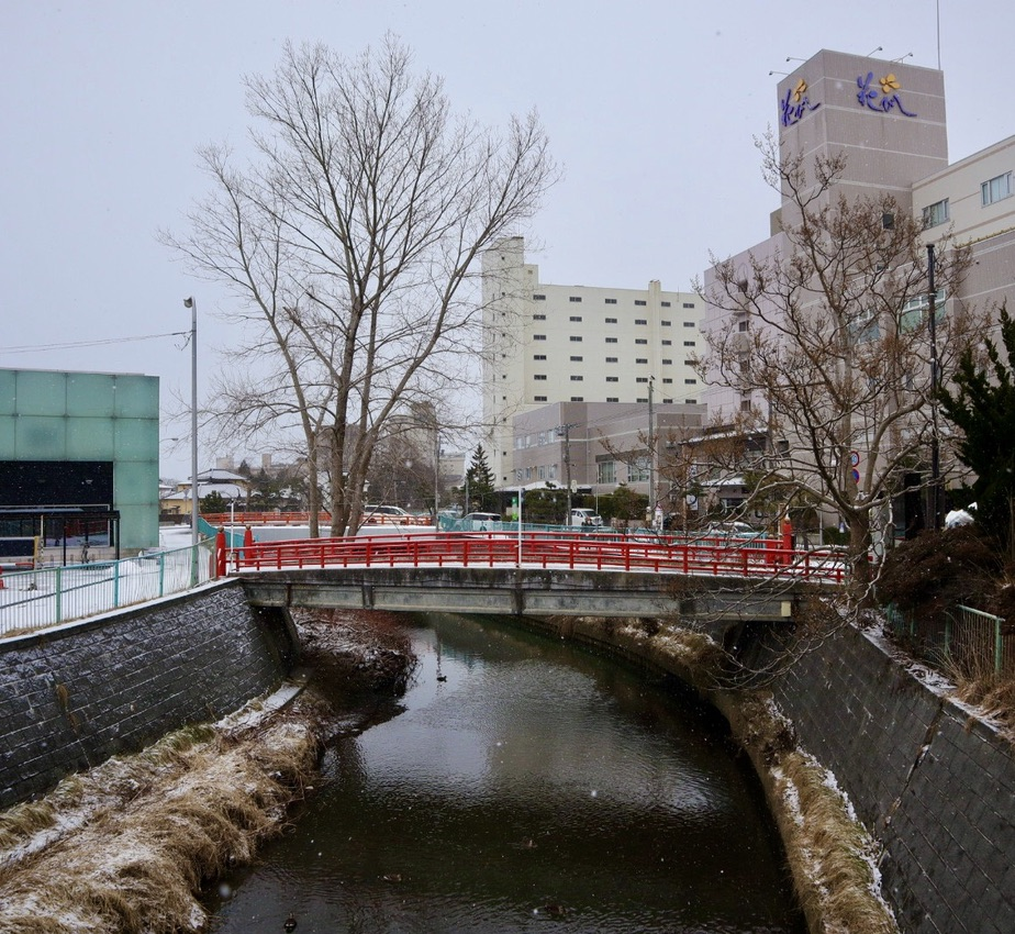 The red bridges of Yunokawa Onsen